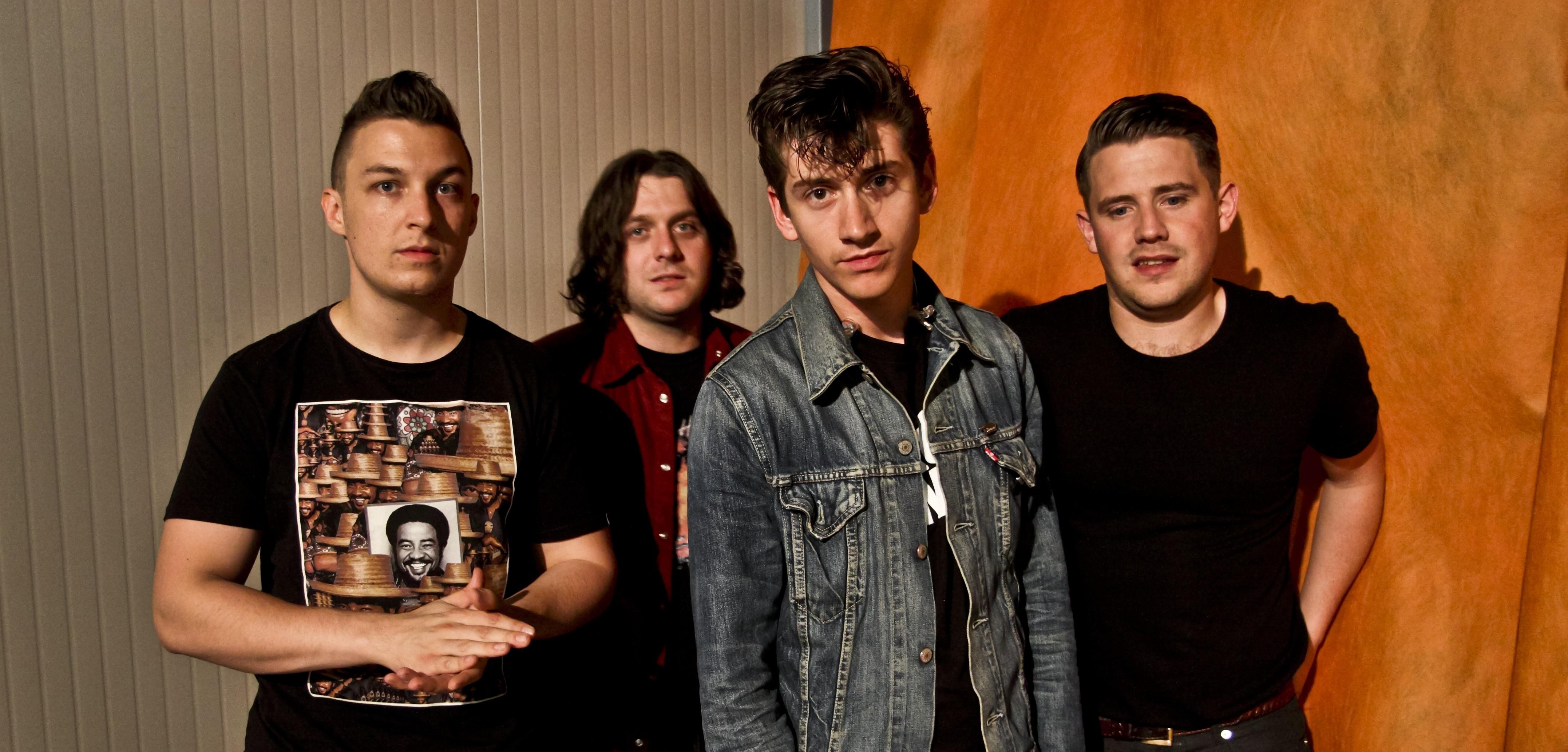 Arctic Monkeys unveil Do I Wanna Know? single