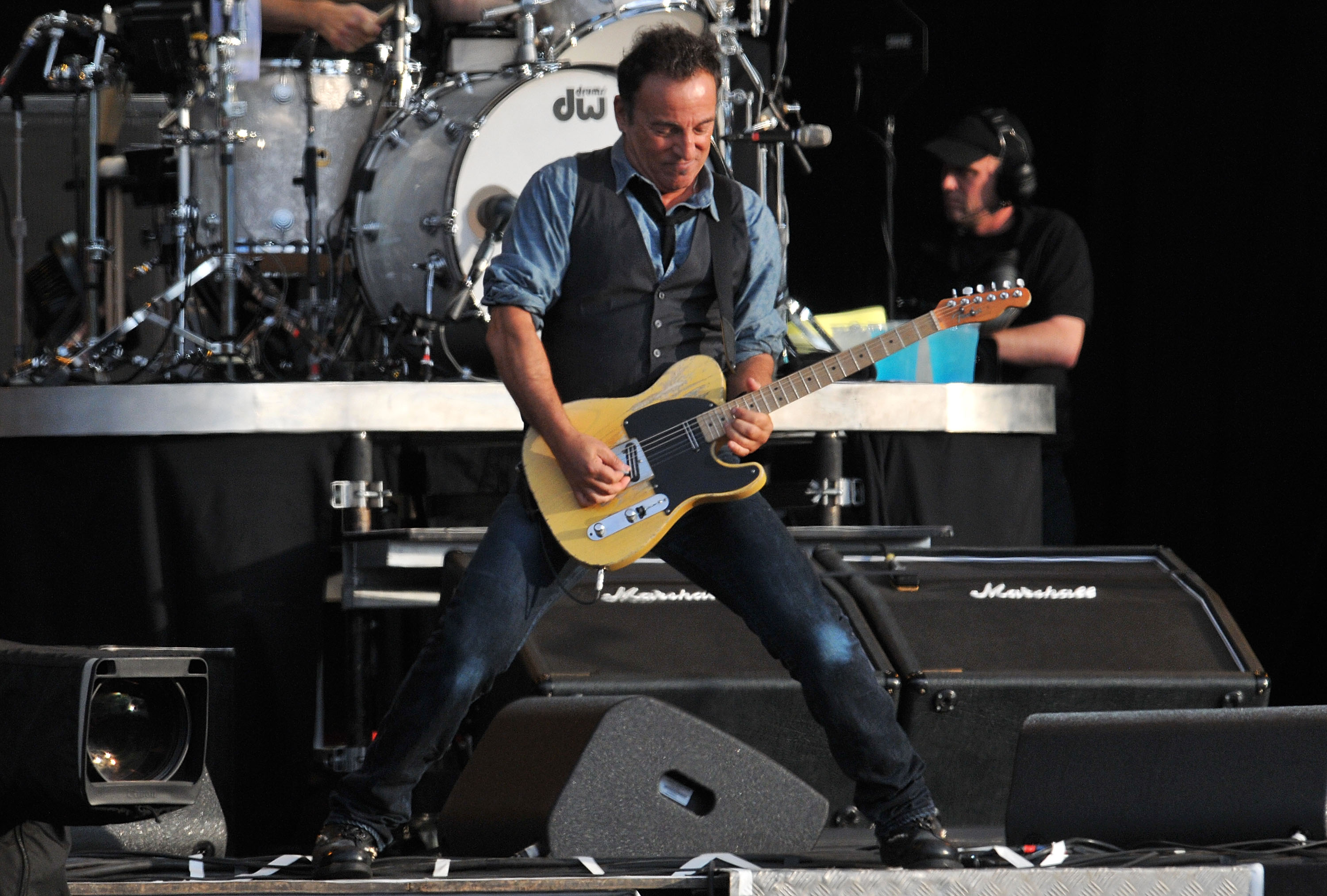 Bruce Springsteen pays tribute to James Gandolfini with Born To Run performance