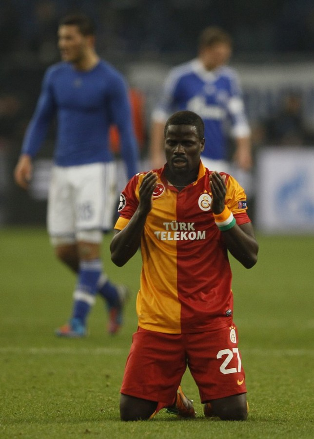 Galatasaray's Emmanuel Eboue prays on the pitch following his team's victory over Schalke 04 in their Champions League soccer match in Gelsenkirchen March 12, 2013. REUTERS