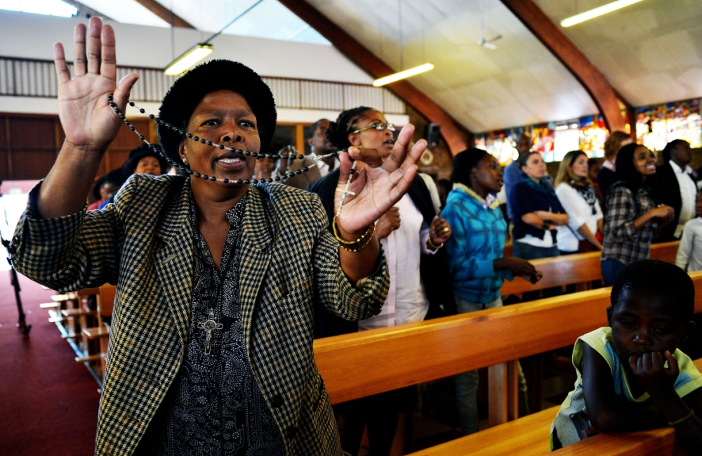 South Africans give thanks in prayer for Nelson Mandela's recovery