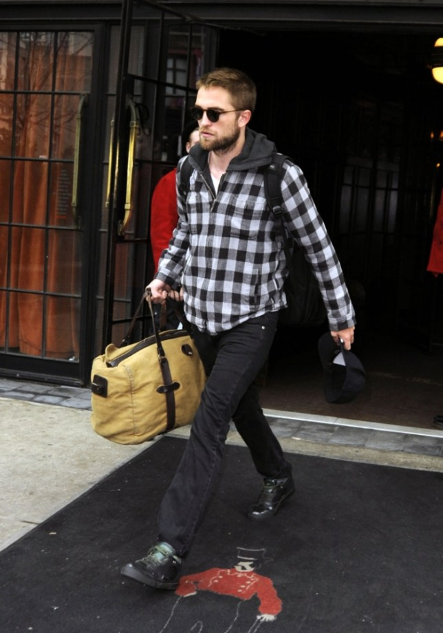 April 23rd, 2013: Robert Pattinson leaves the Bowery Hotel carrying all his bags in New York City. Mandatory Credit: Curtis Means/ACE/INFphoto.com  Ref: infusny-220|sp|U.S., UK, AUSTRALIA, NEW ZEALAND SALES ONLY.
