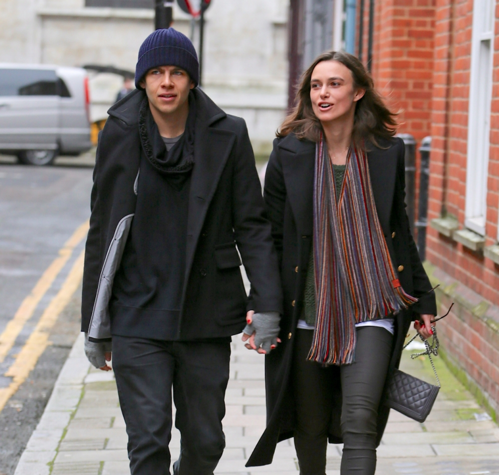 EXCLUSIVE TO INF. ALL-ROUNDER. January 14, 2013: Keira Knightley and her fianc  James Righton pictured taking a romantic stroll in London, UK. Mandatory Credit: INFphoto.com   Ref.: infuklo-140/173|sp|EXCLUSIVE TO INF. ALL-ROUNDER.