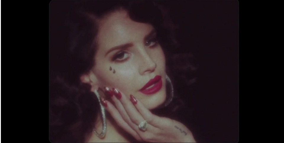 Is Lana Del Rey a massive hypocrite? After she takes a swipe at Lady Gaga is she not guilty of the same offences
