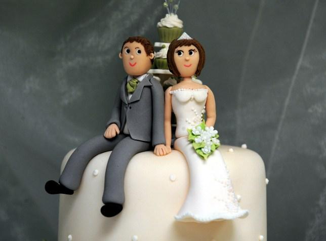 Newlyweds, Wedding cake