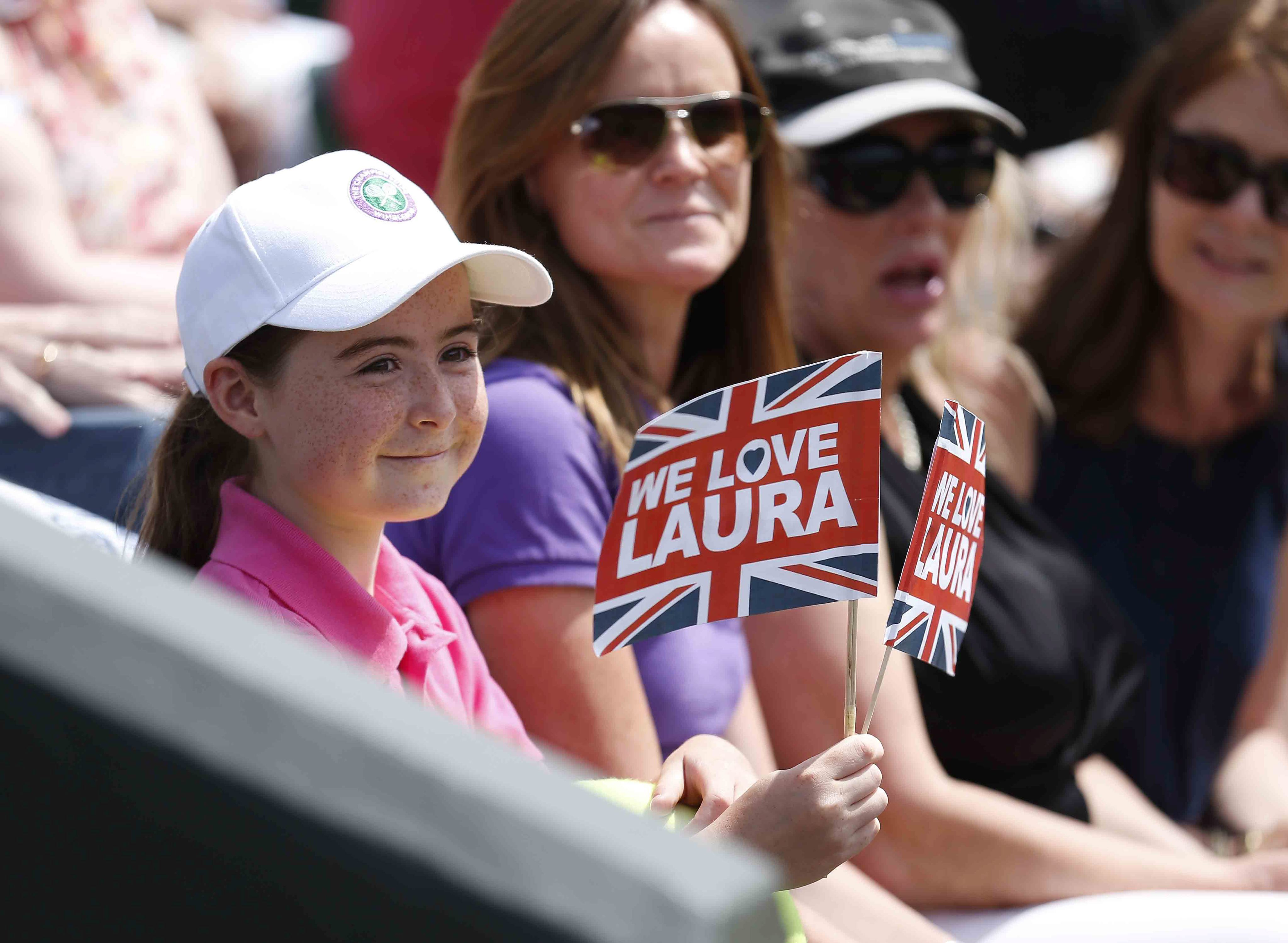Wimbledon tennis fans camp out to see Andy Murray and Laura Robson