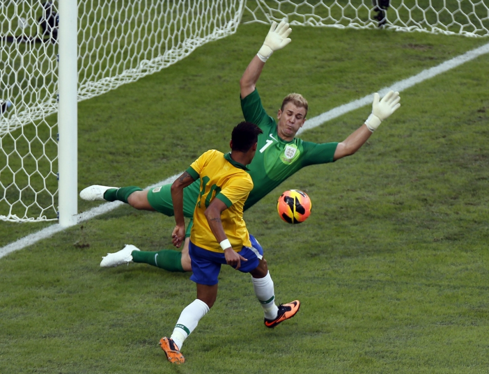 England's goalkeeper Joe Hart blocks a shot by Brazil's Neymar during their international friendly soccer match at the Maracana Stadium in Rio de Janeiro, June 2, 2013. This is the first and only test match after Maracana's $500-million overhaul before the June 15-30 Confederations Cup.        REUTERS/Sergio Moraes (BRAZIL - Tags: SPORT SOCCER)
