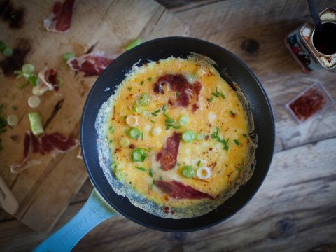 How to cook omelette with jamon and smoky paprika