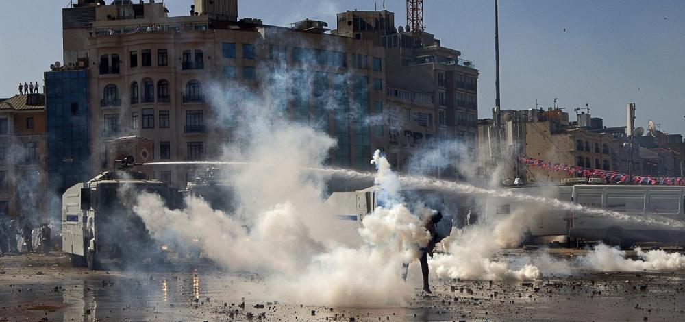 Video: Turkish police storm Istanbul's Taksim Square
