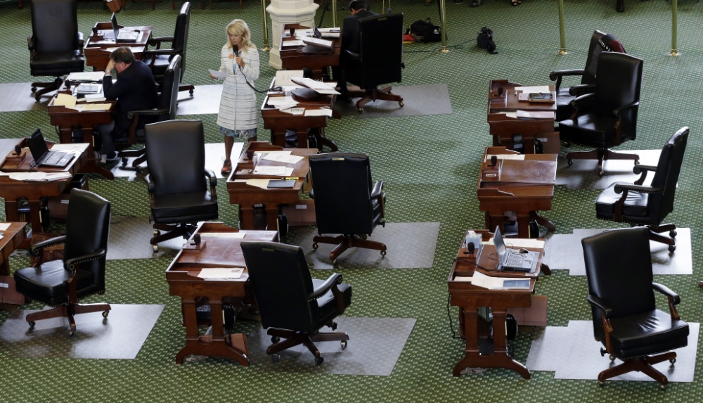 13 pictures of Wendy Davis filibustering the heck out of the Texas Senate