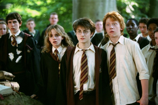 Film: Harry Potter and the Prisoner of Azkaban (2004), Starring Daniel Radcliffe as Harry Potter, Rupert Grint as Ron Weasley and Emma Watson as Hermione Granger.     EMMA WATSON, DANIEL RADCLIFFE & RUPERT GRINT Film 'HARRY POTTER AND THE PRISONER OF AZKABAN' (2004) 15 June 2004 SSC10344 Allstar Collection/WARNER BROS **WARNING** This photograph can only be reproduced by publications in conjunction with the promotion of the above film. A Mandatory Credit To WARNER BROS is Required. For Printed Editorial Use Only, NO online or internet use.
