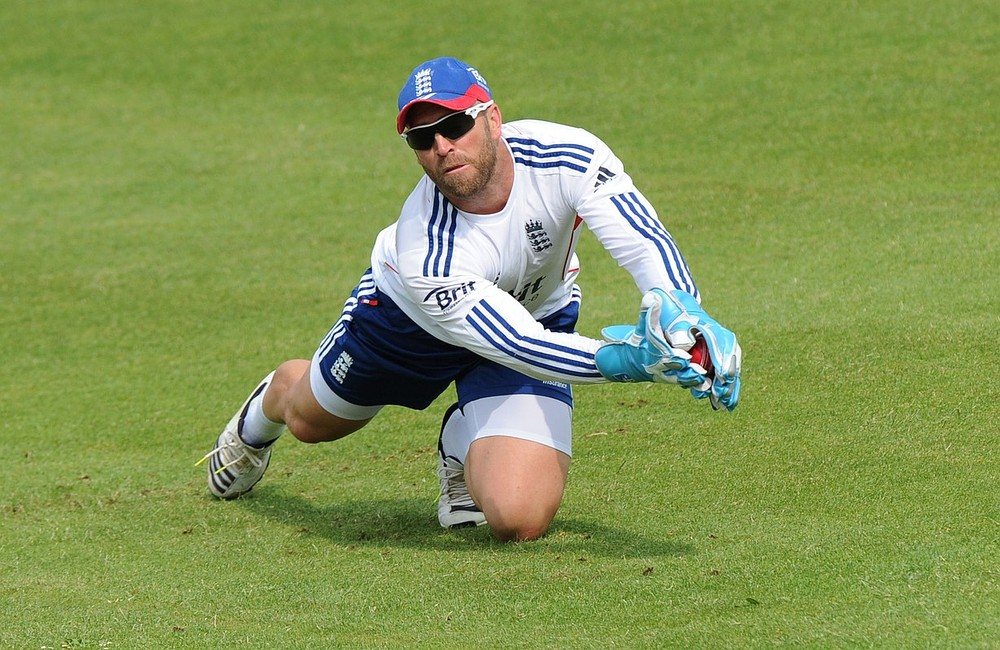 The Ashes 2013-14: Matt Prior major doubt for first Test with torn calf