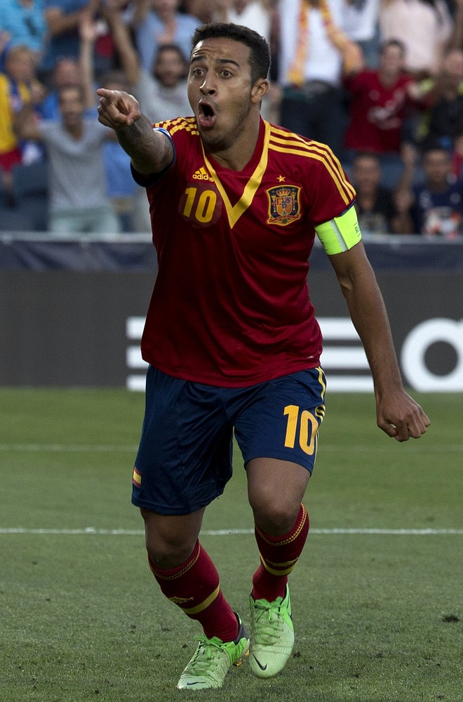 Thiago should reject Manchester United and stay at Barcelona, says Spain boss Vicente del Bosque