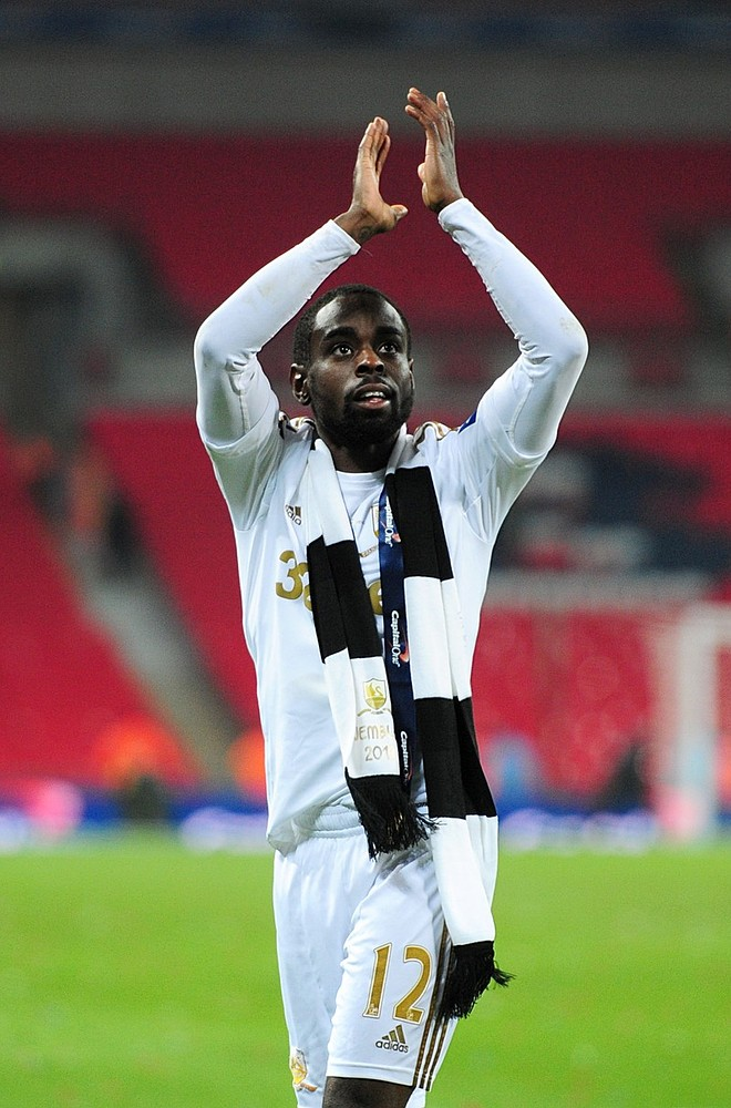 Swansea midfielder Nathan Dyer focuses on a new contract rather than a move to Everton