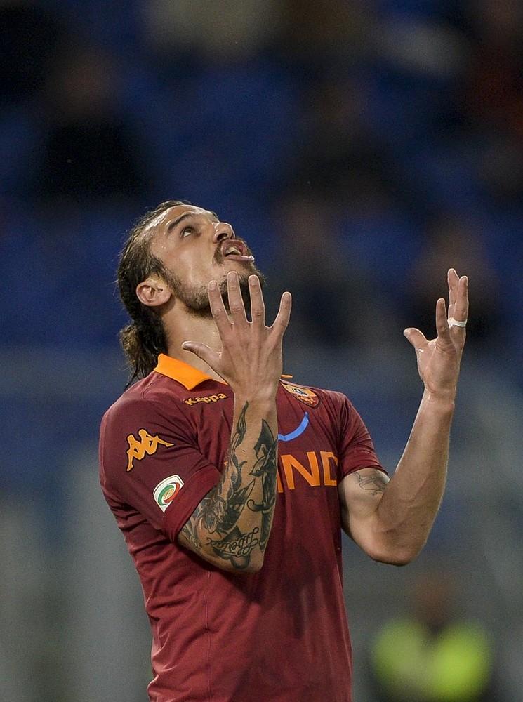 Fulham pursue Roma forward Pablo Osvaldo