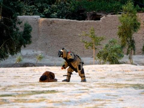 Brave Afghanistan soldier risks life to defuse suicide bomber's vest