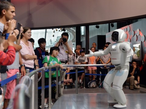 Robot museum guide Asimo fluffs his lines on first day of the job