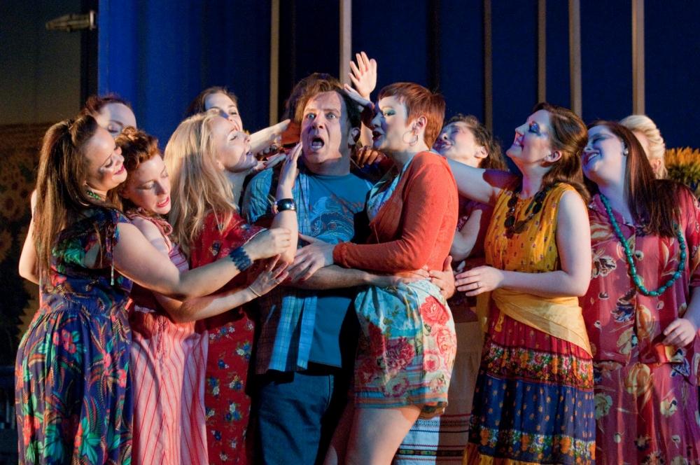 Tenor Aldo Di Toro is the life and soul in Donizetti's L'elisir d'amore
