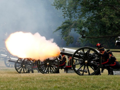 Royal baby birth marked with 41-gun salute at Green Park