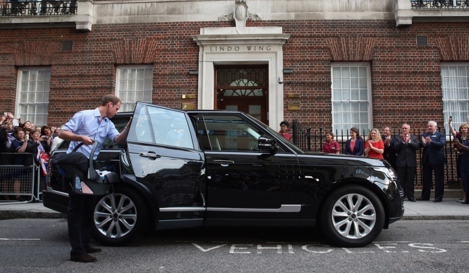 LONDON, ENGLAND - JULY 23:  Prince William, Duke of Cambridge leaves the Lindo Wing of St Mary's Hospital with his newborn son on July 23, 2013 in London, England.  The Duchess of Cambridge yesterday gave birth to a boy at 16.24 BST and weighing 8lb 6oz, with Prince William at her side. The baby, as yet unnamed, is third in line to the throne and becomes the Prince of Cambridge.  (Photo by Oli Scarff/Getty Images)