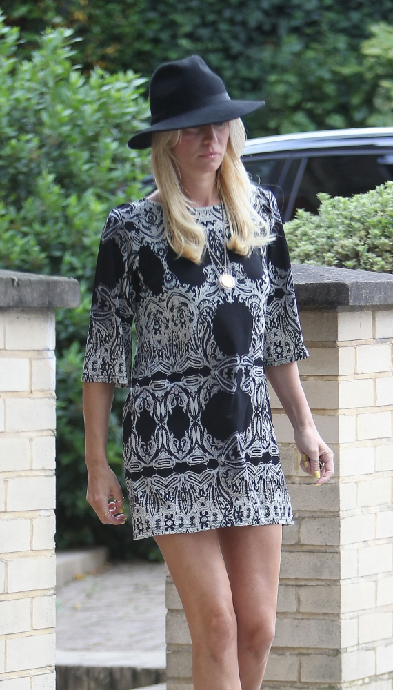 July 29, 2013: Denise van Outen goes for a stroll in London, UK. Mandatory Credit: INFphoto.com Ref: infuklo-133 sp 
