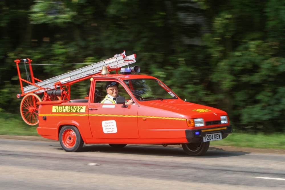 Man Converts Reliant Robin Into Working Fire Engine
