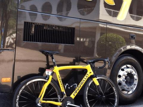 Tour de France 2013: Chris Froome rides yellow bike to celebrate Paris victory