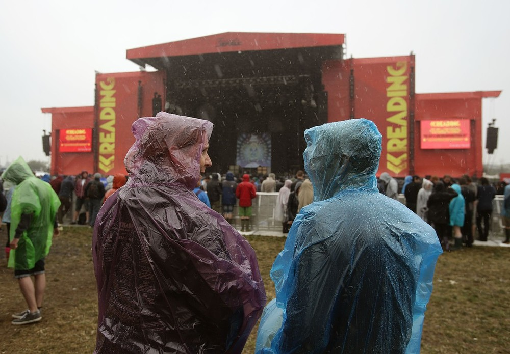 Reading Festival 2013: Day 2 hit with heavy rain as Met issue severe weather warning