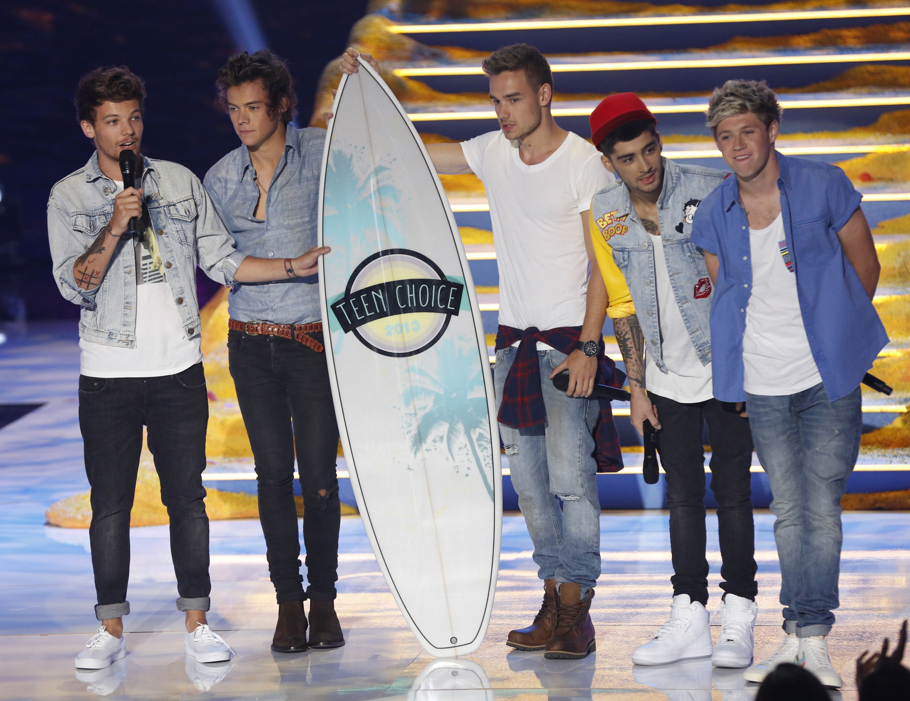 One Direction dominate Teen Choice Awards 2013 winning four prizes