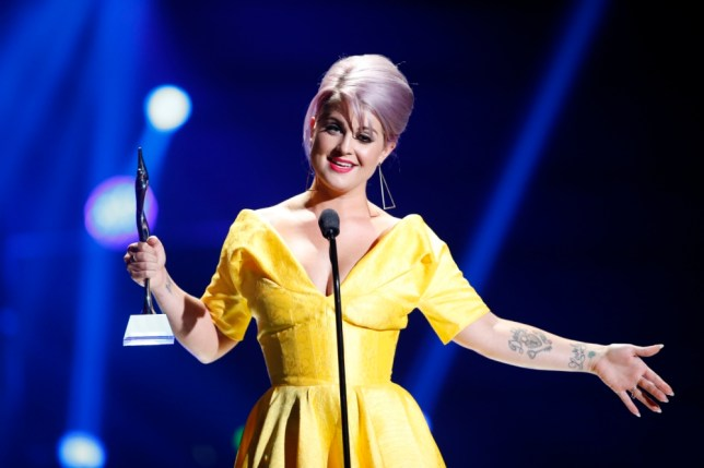 Kelly Osbourne accepts the Style Icon Award