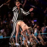 "Miley Cyrus and Robin Thicke perform ""Blurred Lines"" during the 2013 MTV Video Music Awards in New York August 25, 2013. REUTERS/Lucas Jackson (UNITED STATES - Tags: ENTERTAINMENT) (MTV-SHOW)"
