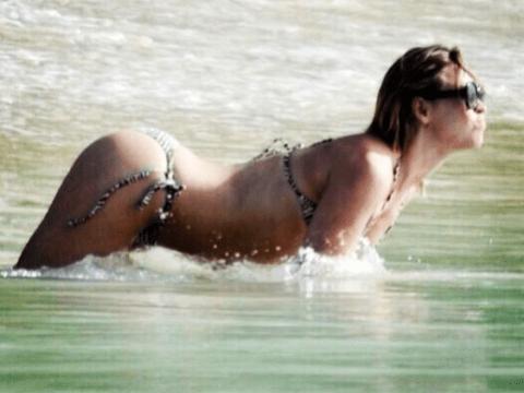 Cheryl Cole shares unflattering Kimberley Walsh bikini pic