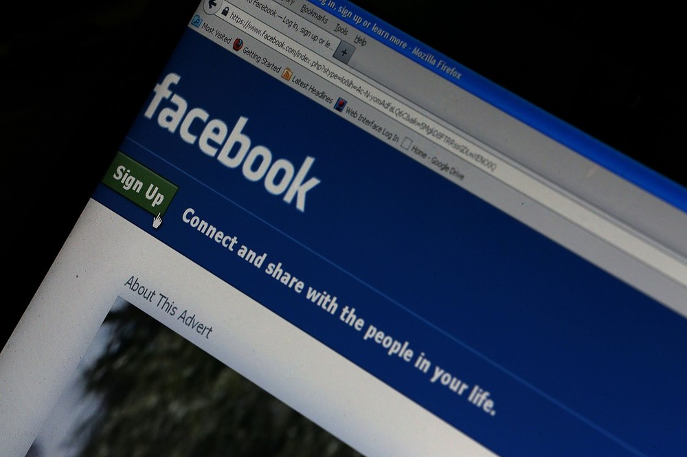 Morocco teenagers arrested over Facebook kissing photo in Nador