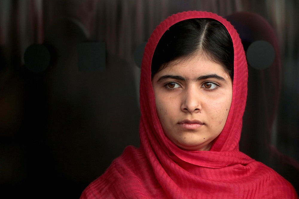 Malala Yousafzai, girl shot in the head by the Taliban, invited to Buckingham Palace by the Queen