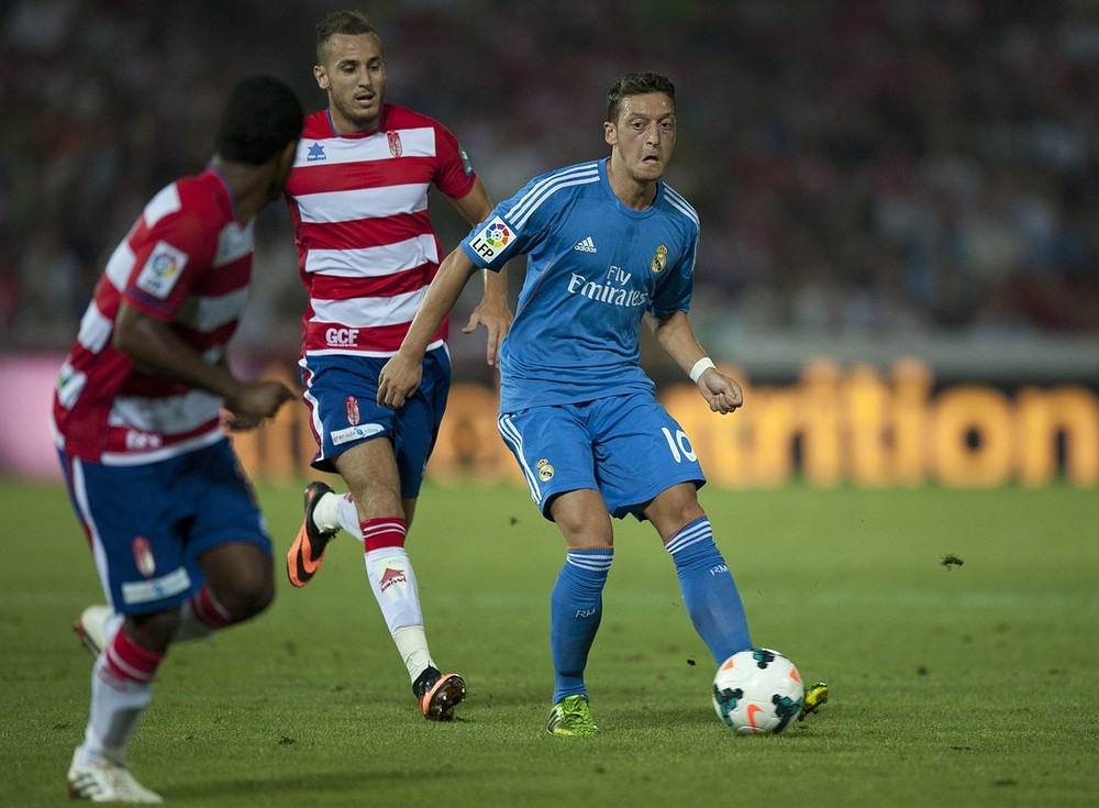 Arsenal table firm bid for Real Madrid midfielder Mesut Ozil but face competition from Paris St-Germain