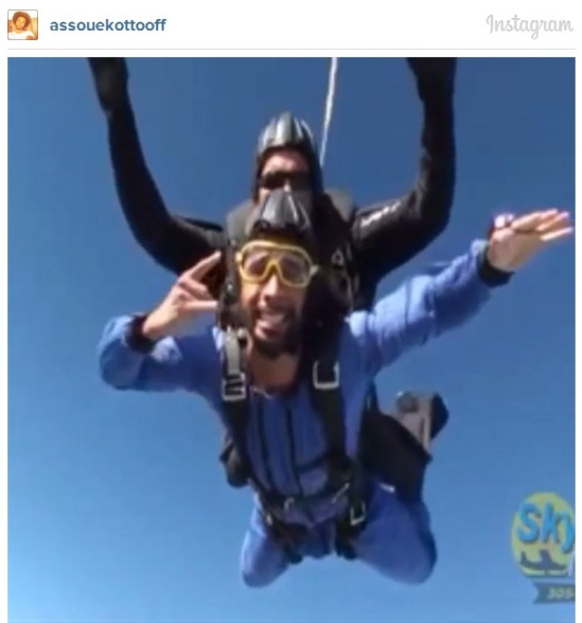 Benoit Assou-Ekotto was filmed skydiving (Picture: Instagram/assouekottooff)