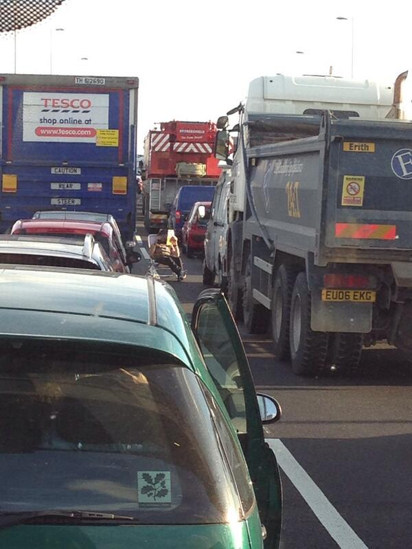 M25 drivers stranded as Dartford Crossing closed and bomb disposal team called