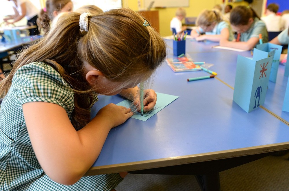 Should schools ban party invites?
