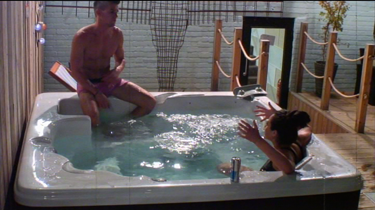 Gaz Beadle and Marnie Simpson get hot and steamy in Geordie Shore hot tub