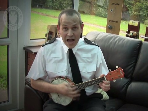 Video: Banjo-playing police officer pens song offering anti-burglary advice
