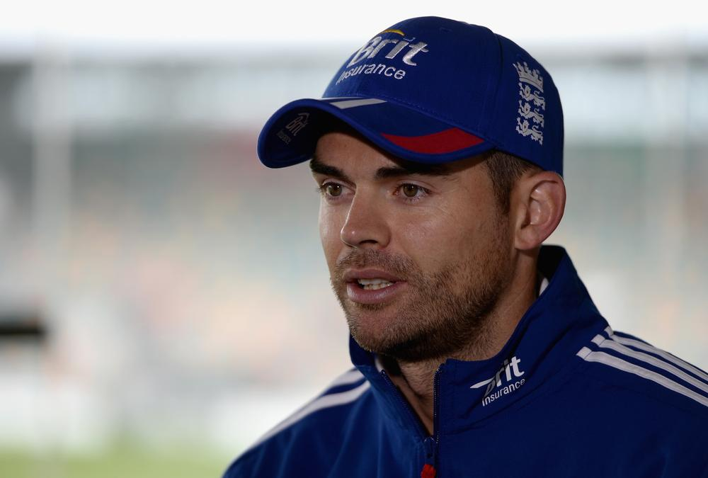 The Ashes: James Anderson labels Michael Clarke 'paranoid' after snubbing claim