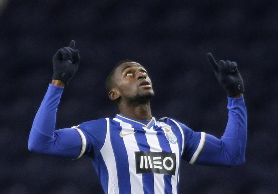 Chelsea 'close in on deal for Porto striker Jackson Martinez'