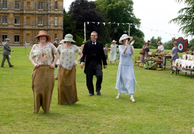 Downton Abbey S4nnThe fourth series, set in 1922, sees the return of our much loved characters in the sumptuous setting of Downton Abbey. As they face new challenges, the Crawley family and the servants who work for them remain inseparably interlinked.nnPhotographer: Nick BriggsnnJIM CARTER as Carson and ELIZABETH MCGOVERN as Lady Grantham