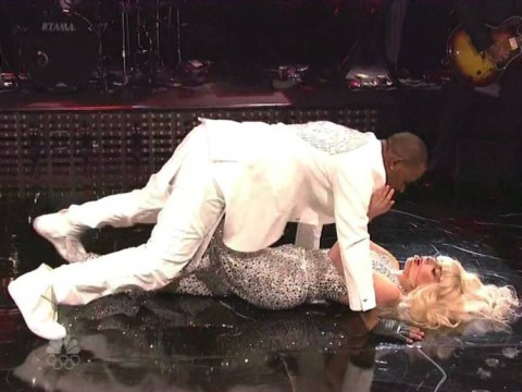 Lady Gaga and R Kelly simulate sex during Saturday Night Live performance