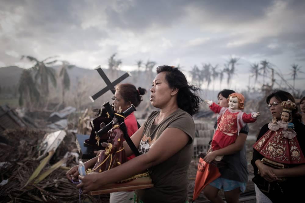 Typhoon Haiyan: Philippine president feels close to despair