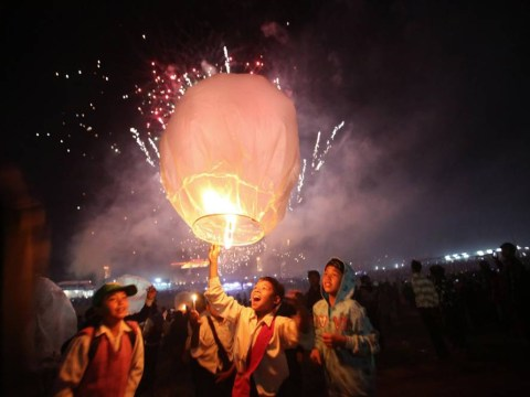 Gallery: Tazaungdaing Lighting Festival 2013