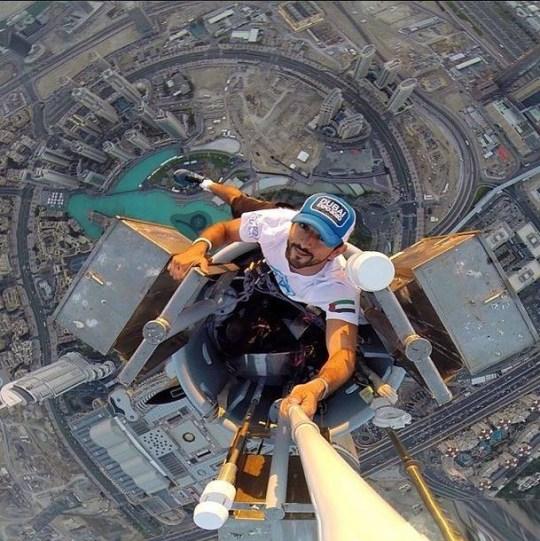 Crown prince sheikh Hamdan climbed the Burj Khalifa