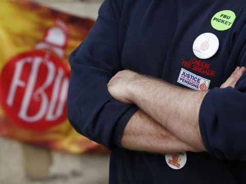 Man dies in London blaze during firefighters' strike