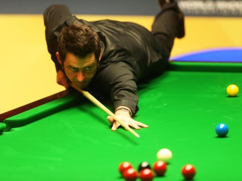 Ronnie O'Sullivan storms into last 16 of UK Championship