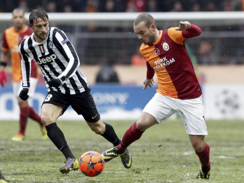 Wesley Sneijder deals Manchester United transfer blow by talking up Galatasaray stay