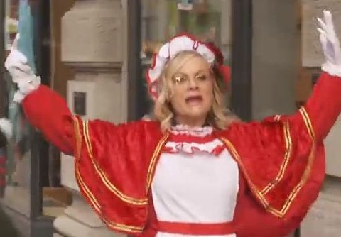 The 11 best moments from Amy Poehler's excellent carol-singing frenzy